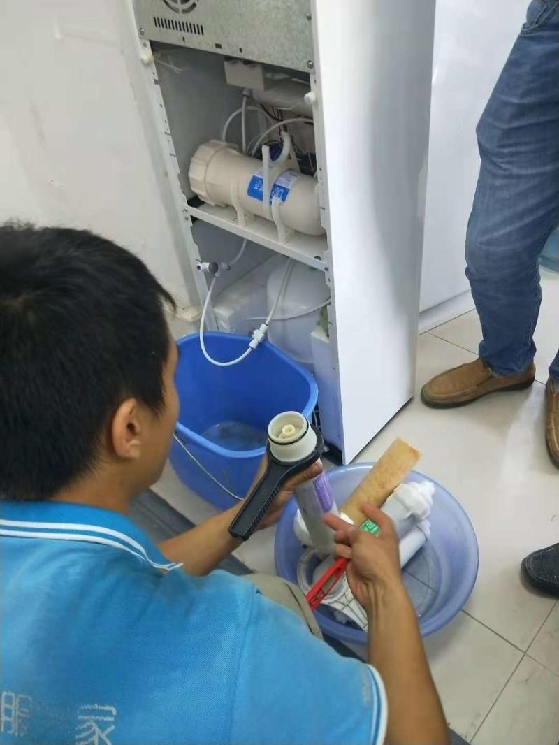 浩泽净水器更换滤芯