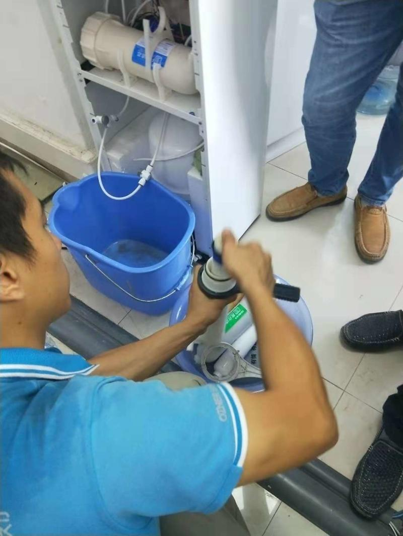 净水器滤芯更换