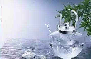 喝水的图片