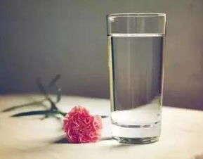 夏天到了我们该怎么去健康饮用水呢